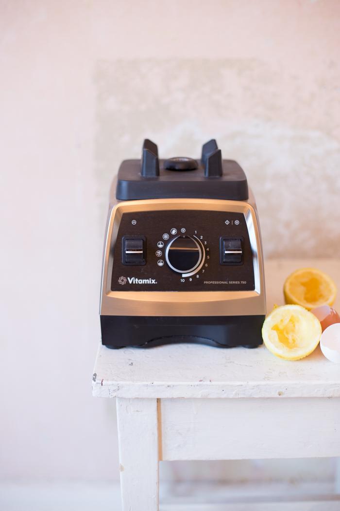 Zitronen-Gugl mit Butter-Mandeln