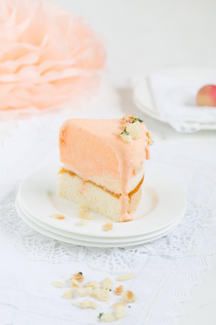 Pfirsich-Eistorte mit Koriander-Krokant
