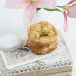 Cookies mit weißer Schokolade, Mandeln & Meersalz