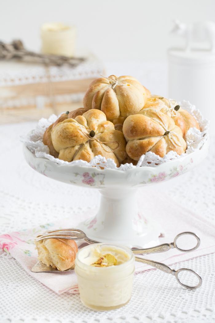 Kürbis Brötchen mit Ingwer Butter