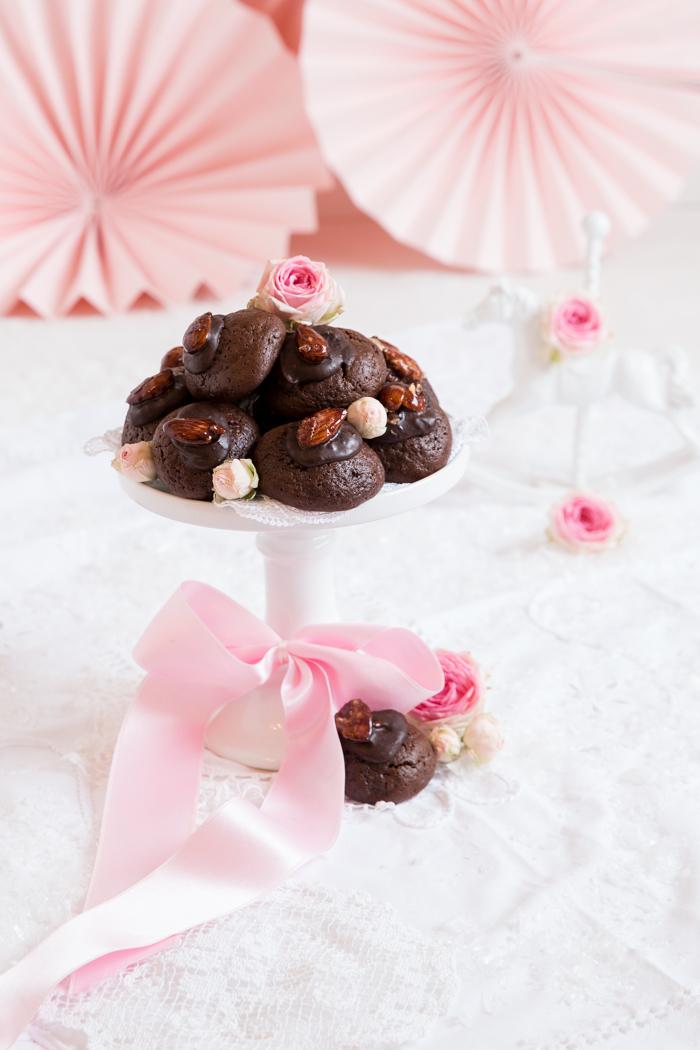 Schokoladen Cookies mit Orangenbutter & gebrannten Mandeln