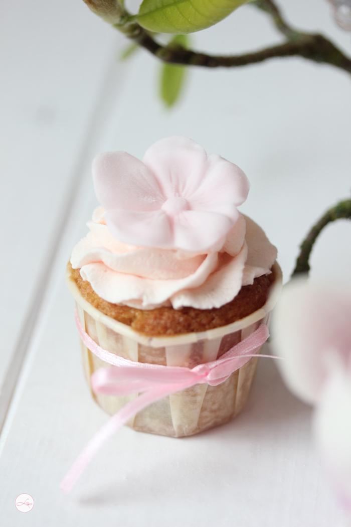 Rhabarber Cupcakes mit Ingwer Sahne {Food Challenge}
