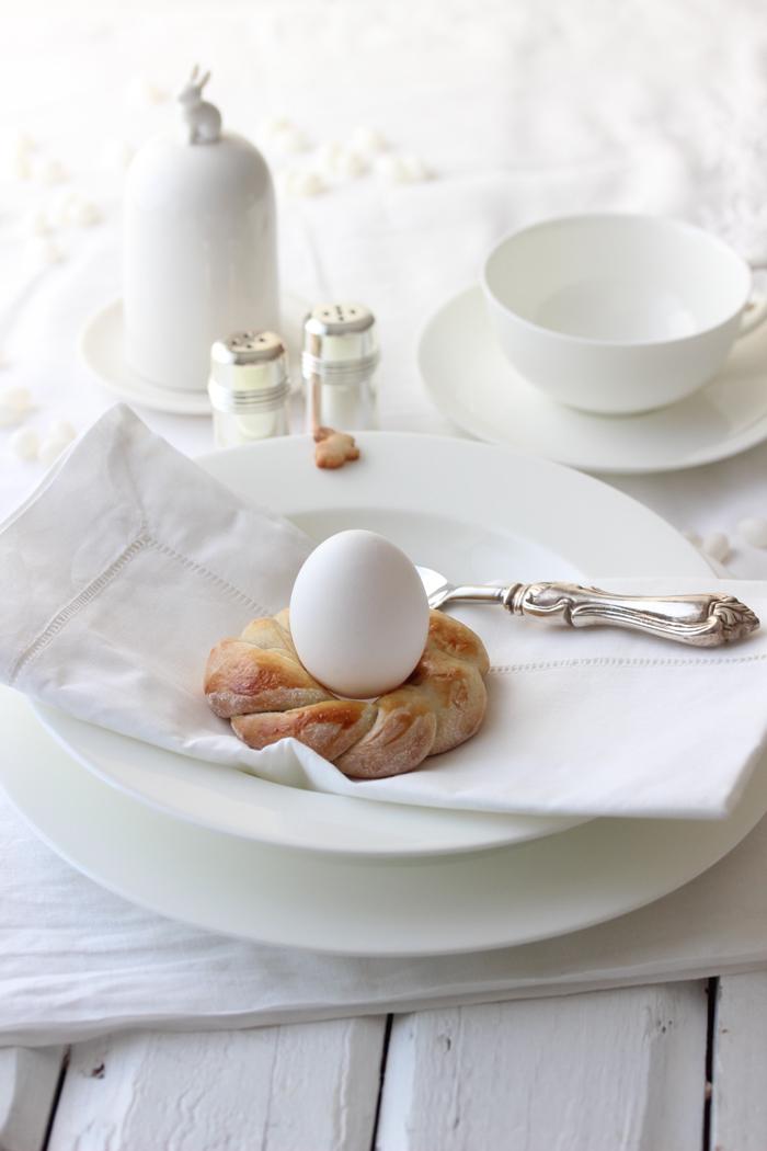 Kleine Hefekränze für das Osterfrühstück