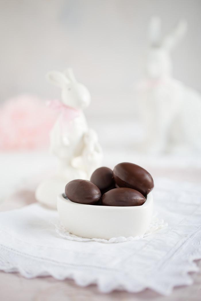 Schokoladen Ostereier gefüllt mit Salzkaramell