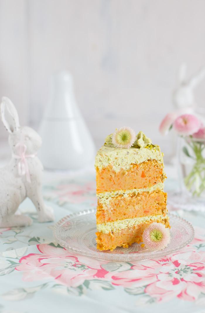 Carrot-Cake-mit-Pistazien-Frischkäse