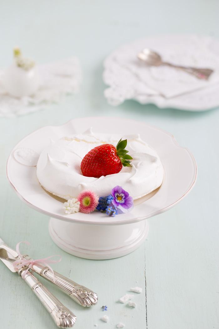 Pavlova-mit-Erdbeeren