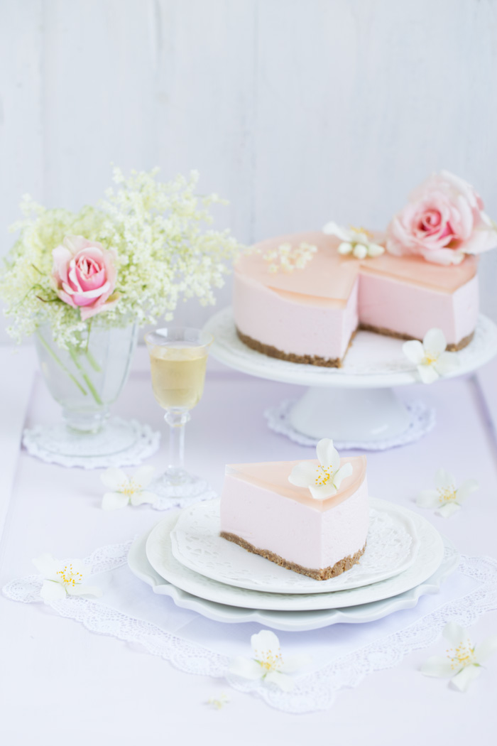 Holunderblütensirup-Törtchen mit Rosen Joghurt & Rosè Champagner