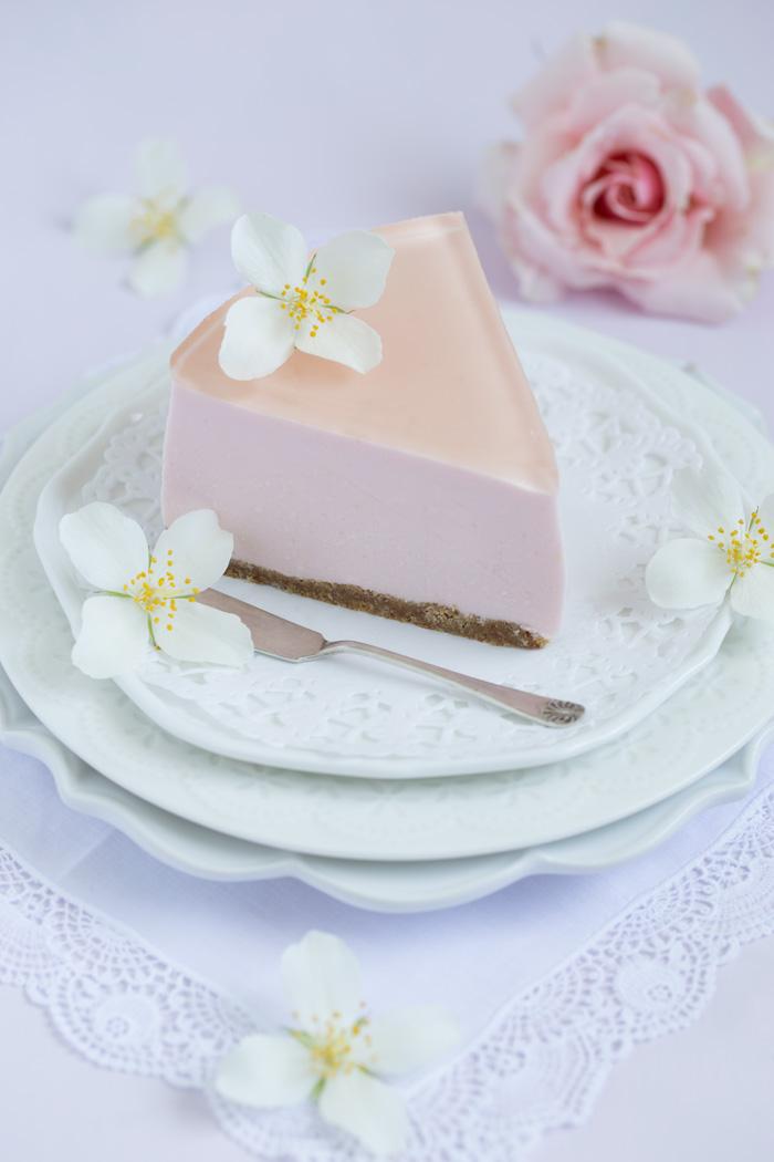 Holunderblütensirup-Törtchen mit Rosen Joghurt