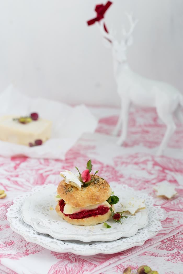 mini-bagel-mit-rote-beete-pesto-geramont-weichkaese-0615