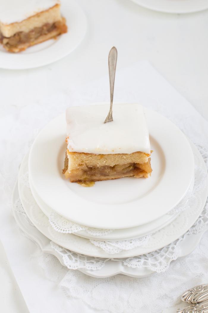 Apfel-Rosinen-Blechkuchen