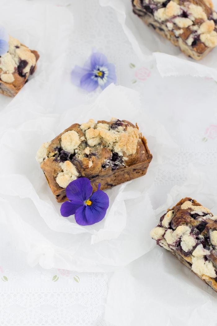 Blaubeer Muffins mit Tonkabohnen Butterstreusel