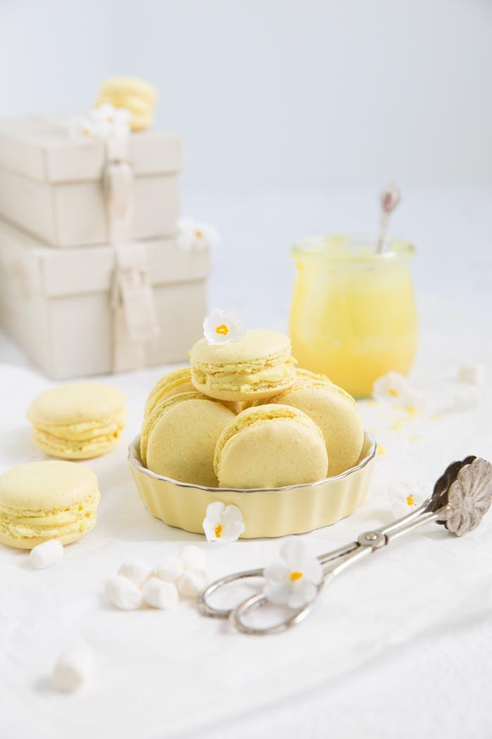 Macarons mit einer Schokoladen-Zitronen-Ganache