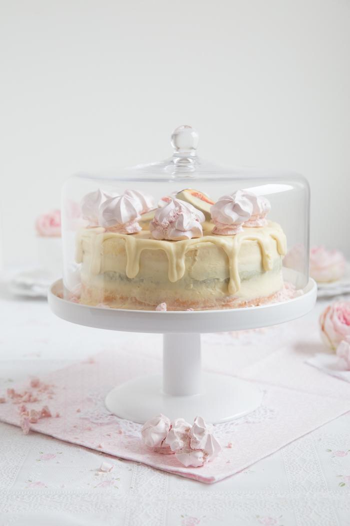 Schokoladen-Baiser-Torte gefüllt mit Aprikosen, Mascarpone & Feigen