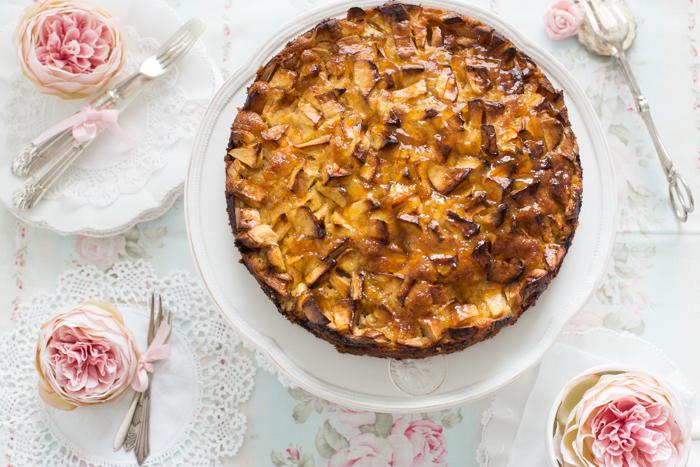 Apfelkuchen mit Mandelboden & Orangenglasur