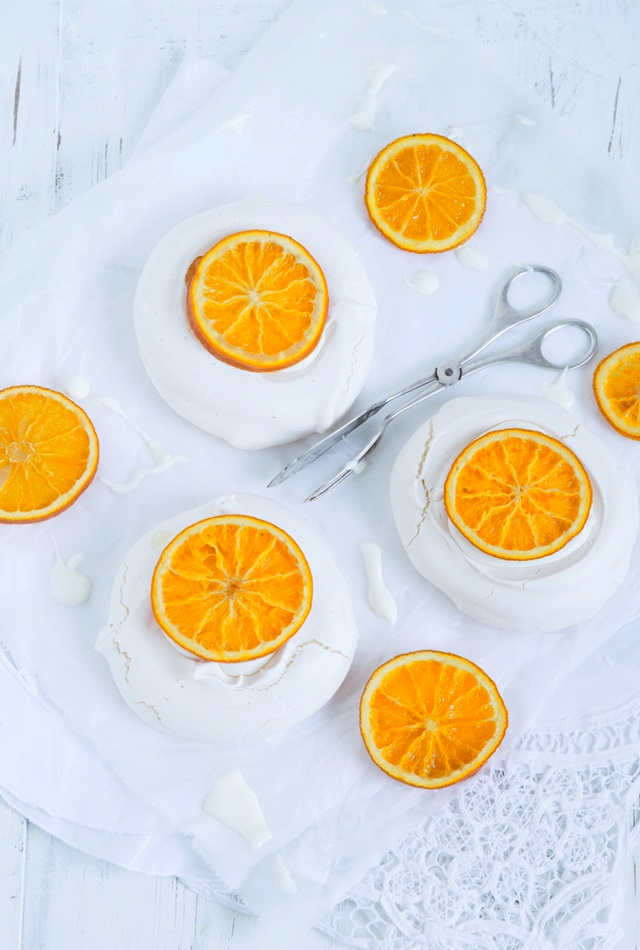 Pavlova mit Earl-Grey-Mascarpone und kandierten Orangen