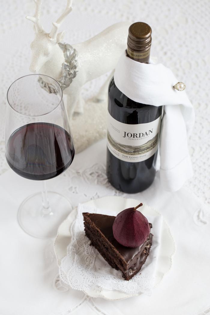 Rotweinkuchen mit Schokoladenglasur & Rotweinbirnen