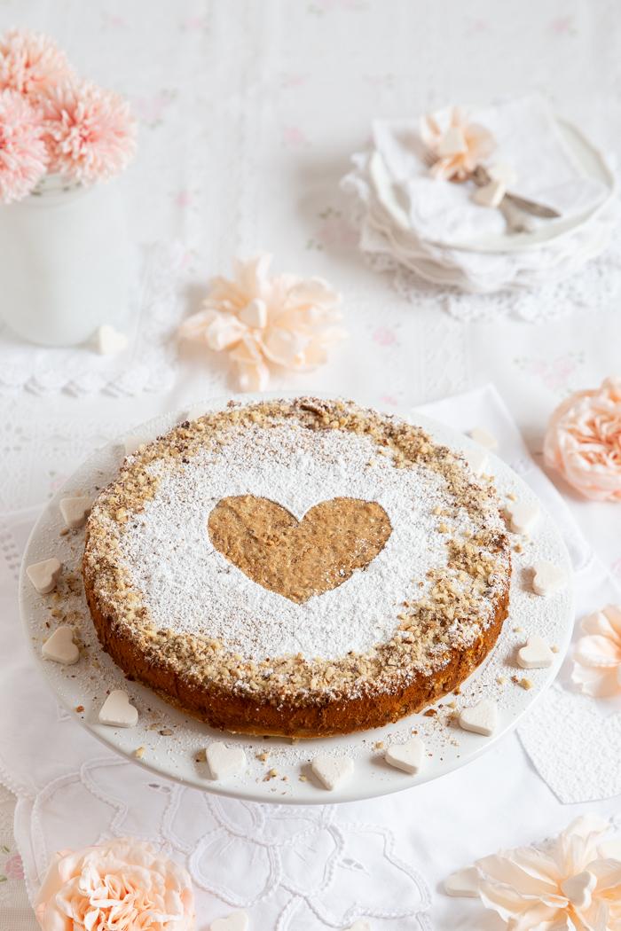 Cremiger Nusskuchen mit Liebe gebacken