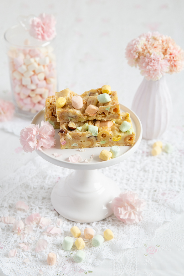 Kekskuchen mit weißer Schokolde, knackigen Haselnüssen & Marshmallows