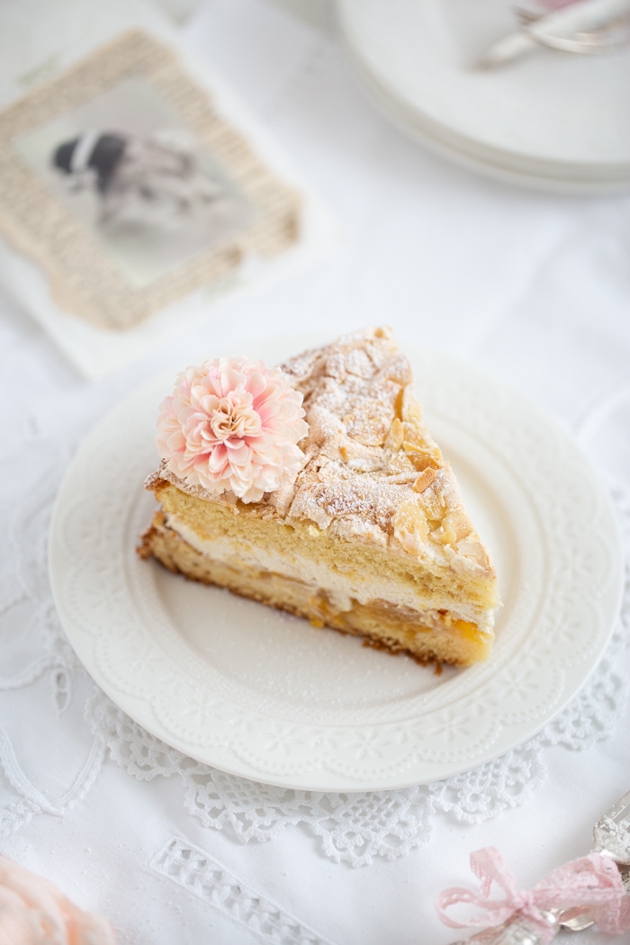 elbe Pflaumen-Torte mit knuspriger Baiser-Mandel-Haube