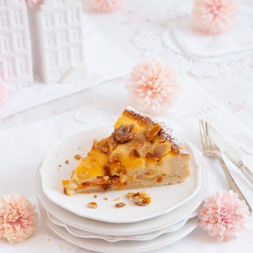 Hefe Tarte mit Aprikosen & Mandelkrokant