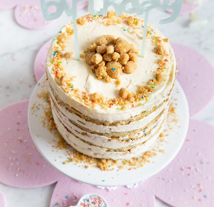 Kunterbunter Konfetti-Kuchen oder Momofuku Milk Bar's Birthday Layer Cake von Christina Tosi
