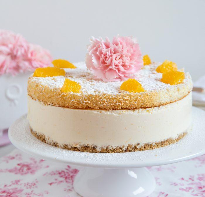 Käse-Sahne-Torte mit Orangenfilets und Knusperboden